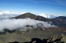 哈雷卡拉火山口