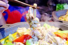 人气爆棚的炭烧牛蛙有12种口味,一次解锁两锅,吃到扶墙出