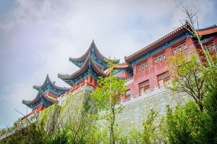 Zhuyu Peak
