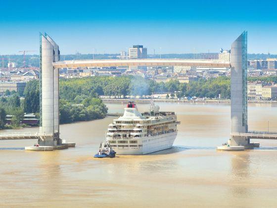 波爾多雅克·沙邦-戴爾馬大橋