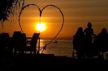 龙目岛吉利三岛之一的 吉利艾尔岛的日出与日落