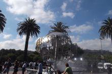 好莱坞环球影城 好莱坞环球影城,最早、最原汁原味的环球影城,许多场景和摄影棚仍在正常使用。洛杉矶最值