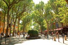 艾克斯(Aix-en-Provence),普罗旺斯的前首府,这座中世纪古城一直以来都是普罗旺斯最具有