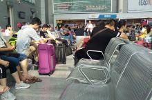 今早在福清动车站人很多