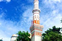 马累的总统府、清真寺,都是小巧玲珑形的。总统府,两边各是两个小囧囧的脸