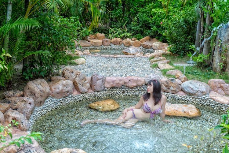Binlang River Hot Springs3