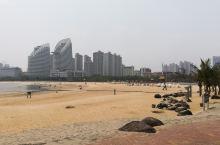 """南国湛江金沙湾海滩泳场广场的海景餐厅""""临家海阁""""叹广东早茶。"""