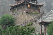 阿坝州理县薛城古镇。。。靖边楼以前是理县县衙所在地。筹边楼是古镇内最有名的景点。