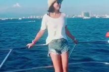 来三亚怎能不游艇出海一次呢,船长偷拍我,哈哈!