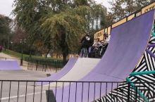圣地亚哥新区CBD中心公园里的自行车技!