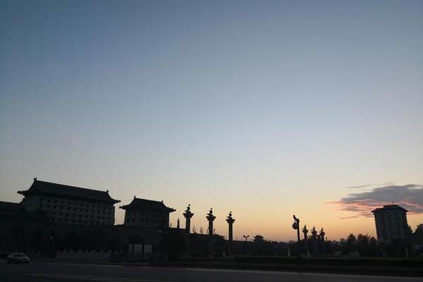 【原创】西安纪行——晨曦下的永宁门广场(组图)
