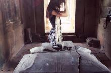 Cambodia   吴哥窟的震撼之景  当年是6/7月去的~真的热到爆炸~在携程买的半自助游~感觉