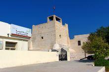 拉斯海马国家博物馆】 这家博物馆的前身是阿勒斯堡,相当于拉斯海马酋长国的王室宫殿。城堡始建于18世纪