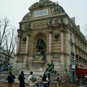 圣米歇尔广场旅游景点攻略图