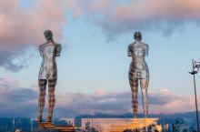相恋又分离,黑海边上最有设计感的恋人雕像