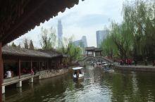 团结湖公园:北京最好的小公园,满满江南风 公园湖心两岸的风景和绿化,古朴的建筑,现代的地段,结合出了
