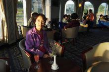 长江三峡游轮(凯蒂号)…自助餐,娱乐。