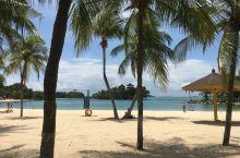 五颜六色的童话圣淘沙  圣淘沙拥有三个海滩:西乐索海滩、巴拉湾海滩与丹戎海滩。巴拉湾海滩最引人入胜的
