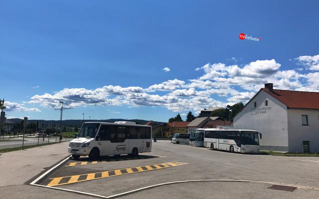 斯洛文尼亚,坐着火车穿越波斯托伊纳的地下溶洞王国