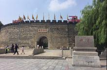 曲阜孔庙是祭祀中国古代著名思想家和教育家孔子的祠庙。始建于鲁