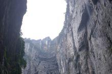 武隆天坑风景独好,天然氧吧,是个旅游的好地方。