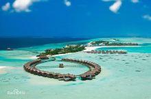 #逗比夫妇行走轶事#马尔代夫双鱼岛,穿着婚纱行走的夏天