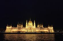 布达佩斯夜景,辉煌的灯光充分展示了布达佩斯的堂皇之美。
