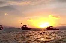 在海边看日落