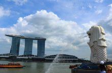 新加坡 新加坡是由近一百多年来从亚洲、欧洲等地区迁移而来的移民及其后裔组成的国家,汇聚了来自世界各地
