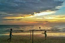 在白沙滩上打排球是一种怎样的体验