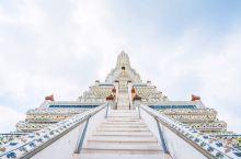 白色纯净庙宇,湄南河畔的古迹