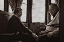 坐着百年蒸汽火车重回中世纪