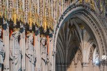 英国最大的哥特式教堂-约克大教堂