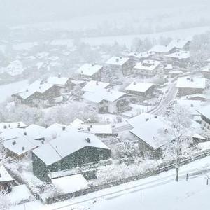 施瓦茨游记图文-奥地利,只有9千居民的基茨比厄尔滑雪小镇里的冬天