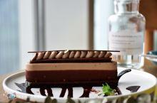 这个拥有180度无敌海景的咖啡厅,不仅蛋糕诱人,还满满的人情味