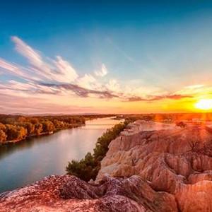 布尔津游记图文-浪漫夏季——最适合站在五彩滩的岩石中大放异彩