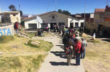 La Paz建在一个山谷里,高处有4100米,低处3600米。有趣的交通工具是索道缆车,从山谷把人运