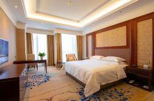 值得一去的酒店——伊宁天缘国际酒店  酒店建筑面积11.75万平方米,是集客房、餐饮、娱乐、商业于一