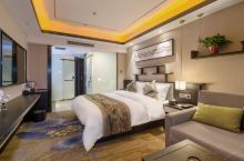值得一去的酒店——开封花千树酒店  酒店拥有独立的停车场、健身房、洗衣房、中西自助早餐厅、投影LED