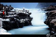冰雪里的冬日瀑布奇观