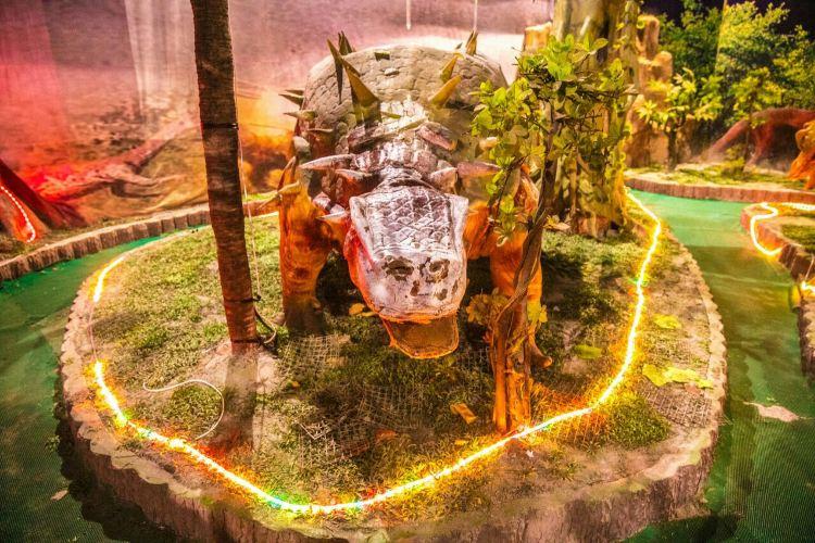 Zhucheng Dinosaur World1