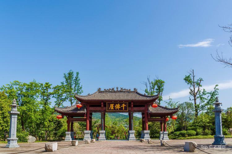 Qianfo (Thousand Buddha) Cliff2