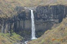 在史卡法特山自然保护区走黑石徒步道去看史瓦提瀑布(黑瀑布)