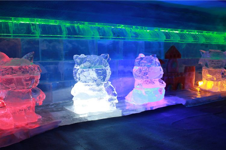 Central Street Colorful Ice Sculpture World1