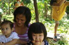 邦劳奇遇记 邦劳环岛,走遍邦劳的每一个角落,幸运的遇到Anya一家人。 一家人午后在院子里唱歌喝酒,