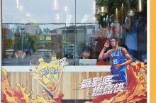打卡完魔都这家NBA总冠军店,终于知道看球该喝什么饮料了!