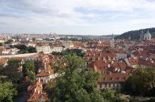 布拉格,除了广场还有美丽的城堡