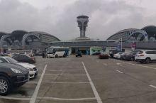 青岛流亭国际机场:大气的贝壳造型 同样是T2航站楼,比起哈尔滨太平国际机场不知所云的欧式艾欧尼克罗马