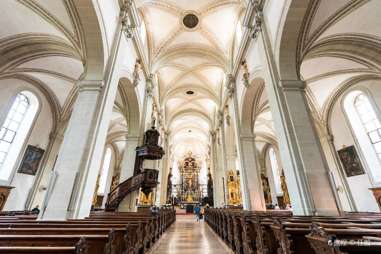Court Church of St. Leodegar1
