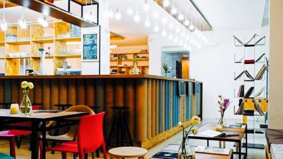 Plot & Coffee Shop